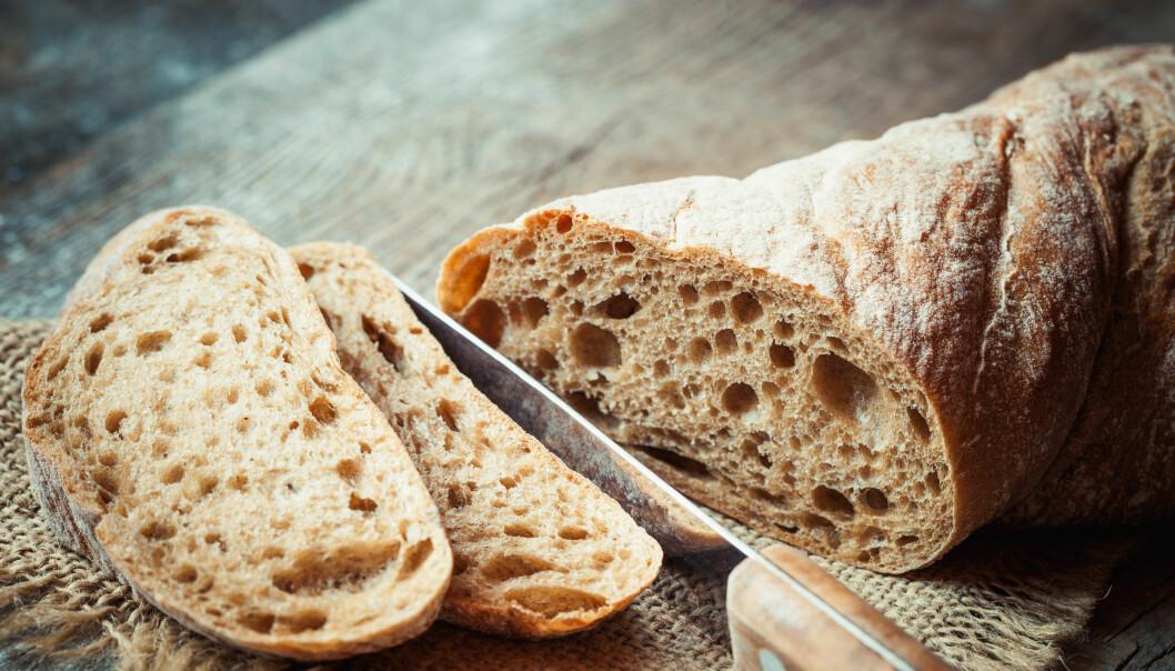 BRØD: Ikke kast brødet selv om det er blitt tørt, det finnes et triks som gjør susen. FOTO: NTB scanpix