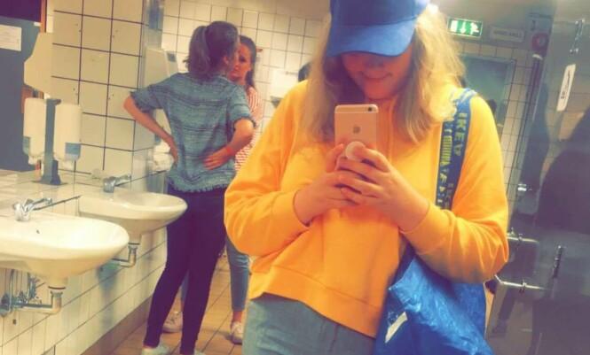 IKEA-MEDARBEIDER: Som Ikea-medarbeidar på hipp studentfest og bekymra meg for at alle skulle tru dette berre var eit «fashion-statement».