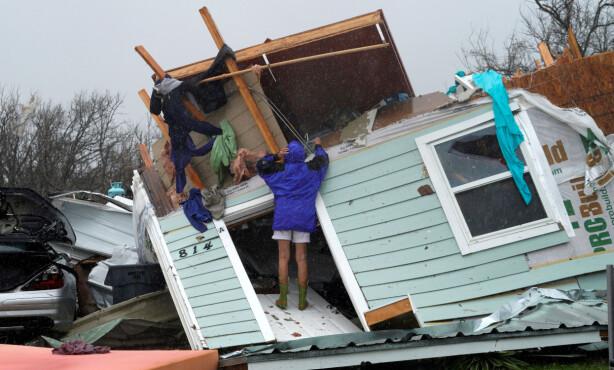 STORE ØDELEGGELSER: En kvinne som bodde i Fulton i Texas har mistet huset sitt. Foto: Reuters / NTB Scanpix
