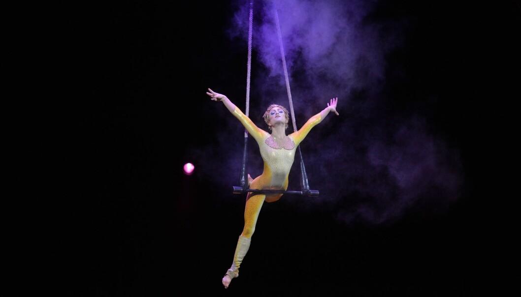 CIRQUE DU SOLEIL: Kerren McKeeman er solodanser og trapesartist i det populære Cirque du Soleil-showet Varekai. Foto: Dave Nelson ©Cirque du Soleil 2017