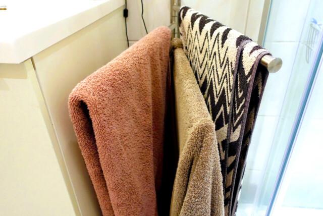 Alvorlig Håndklær: Slik bør de henge på badet - DinSide JP-58