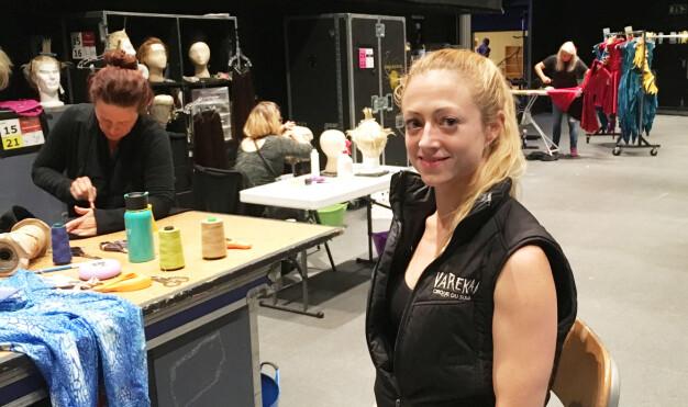 BAKCSTAGE: Vi ble med Kerren McKeeman i kulissene under forberedelsene til Oslo-premieren i begynnelsen av september. Foto: Malini Gaare Bjørnstad