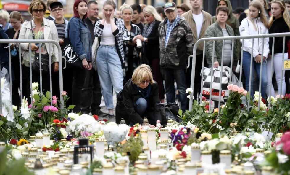 FINSK SORG: To ble drept og sju ble skadd i et knivangrep i Turku 19. august. Finland har en lang «tradisjon» med politisk vold, skriver artikkelforfatteren. Foto: NTB Scanpix