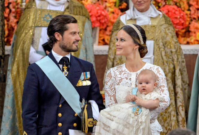 DÅP: 9. september i fjor ble prins Alexander døpt. Nå er han blitt storebror. Foto: Reuters