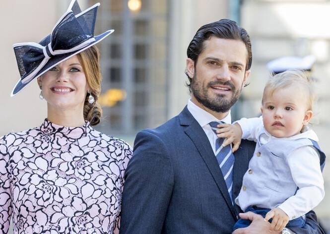 BURSDAG: Prinsesse Sofia, prins Carl Philip sammen med deres førstefødte, prins Alexander under kronprinsesse Victorias 40 årsfeiring i juli. Foto: Shutterstock