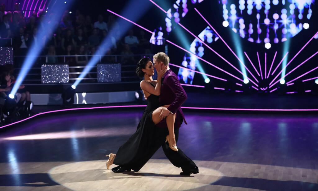 SENSUELT: Erik Follestad Johansen og Lillian Aasebø leverte en rekke hete dansetrinn. Foto: Thomas Reisæter/ TV 2