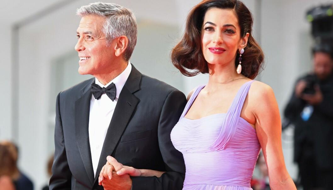 <strong>LEKRE:</strong> Stjerneparet George og Amal Clooney var pyntet og velkledde til lørdagens røde løperen i Venezia. Foto: Reuters/NTB Scanpix