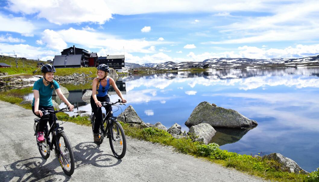 <strong>HERLIG TUR:</strong> Langs den nasjonalromantiske sykkelturen Rallarvegen får vi en god blanding av norgeshistorie, naturopplevelser og tradisjonsrike matopplevelser. Foto: Mari Bareksten / Magasinet Reiselyst