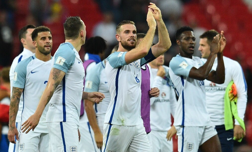 England's players with England's captain Jordan Henderson (C) applaud supporters on the pitch after the World Cup 2018 qualification football match between England and Slovakia at Wembley Stadium in London on September 4, 2017. England won the game 2-1. / AFP PHOTO / Glyn KIRK / NOT FOR MARKETING OR ADVERTISING USE / RESTRICTED TO EDITORIAL USE