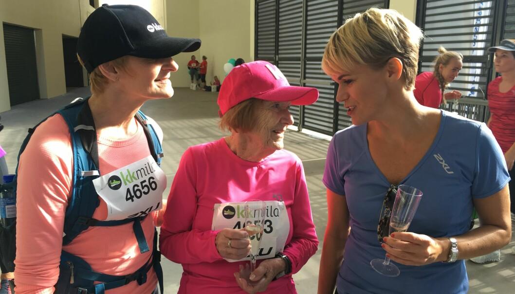 MEKTIG IMPONERT: Komiker Sigrid Bonde Tusvik var konferansier under KK-mila, og møtte Reidun etter at hun var ferdig med løpet. Foto: Malini Gaare Bjørnstad