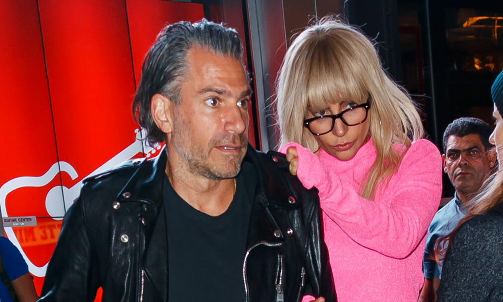 FORELSKET: Tidligere i år ble det kjent at Lady Gaga hadde falt for agenten sin, Christian Carino. Nå åpner hun opp om forholdet. Foto: NTB Scanpix