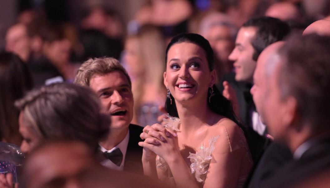 <strong>LYKKELIGE:</strong> I november i fjor var Orlando Bloom og Katy Perry to store smil under UNICEFs årlige Snowflake Ball i New York City. Foto: NTB Scanpix