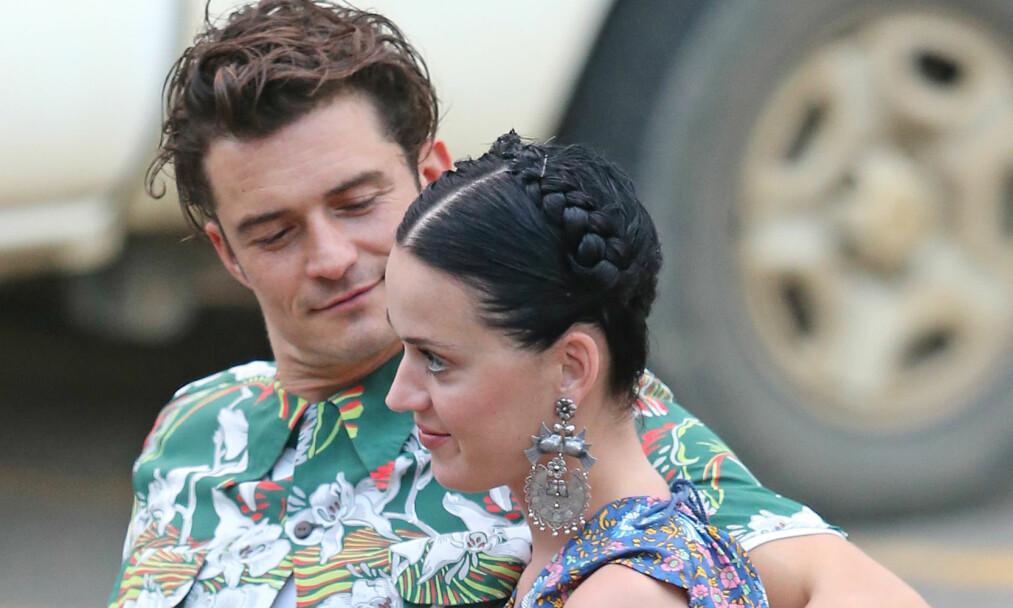 <strong>VARME FØLELSER:</strong> Det skal fremdeles være varme følelser mellom artisten og skuespilleren. Dette bildet av paret er tatt etter en middagsdate på Hawaii i februar i fjor. Foto: NTB Scanpix