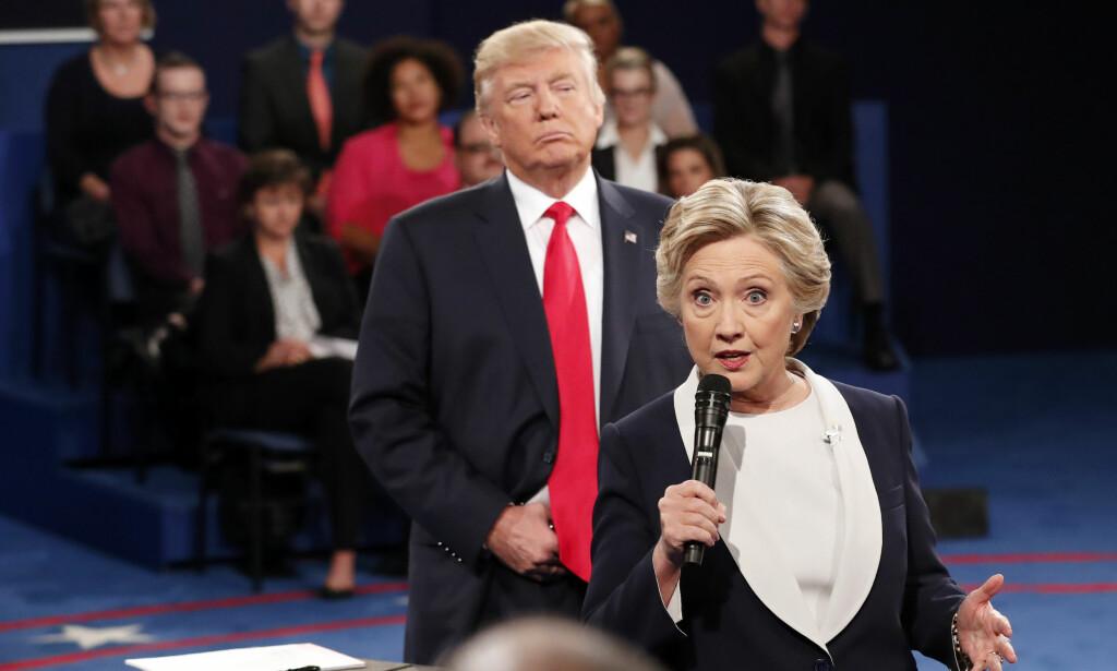 IKKE VENNER: USAs president Donald Trump brukte deler av helgen til å retvitre meldinger om demokratenes tidligere presidentkandidat Hillary Clinton og andre kvinnelige politikere. Foto: NTB Scanpix