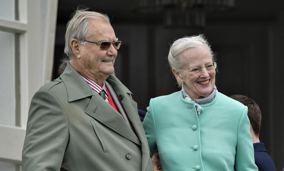 BER OM RO: Det danske kongehuset skriver i en pressemelding at prins Henrik lider av demens, og familien ber nå om ro. Foto: NTB Scanpix