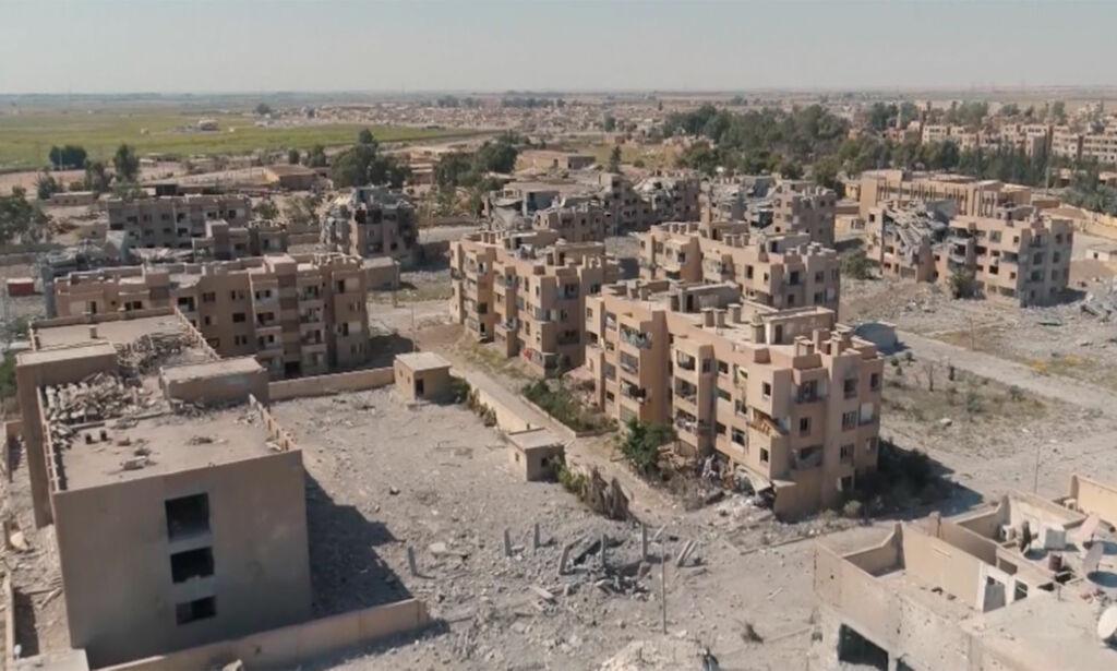 image: Slik ser den syriske byen ut etter kampene mellom IS og opprørerne