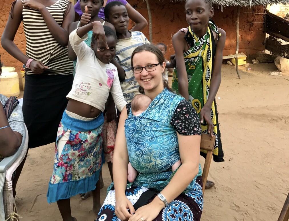 <strong>BO I UTLANDET:</strong> Linda og ektemannen Stig Ove har valgt å flytte med sine tre små barn til Kilifi i Kenya for å jobbe som misjonærer. Foto: Privat