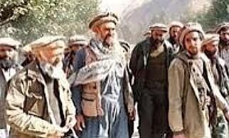GODE MINNER: Her er Abdullah Anas sammen med sin framtidige svigerfar, den religiøse lederen Abdullah Azzam, i 1988, i Panshirdalen i Afghanistan. Foto: Privat