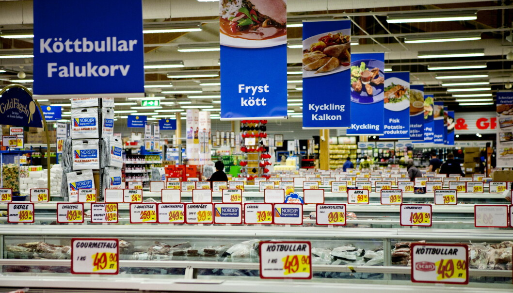 Butikker på svensk side forventer en økning i godteri- og brussalget etter avgiftsøkningene på sukker i Norge. Her fra Nordby Supermarket på Svinesund. Foto: Thomas Winje Øijord / NTB scanpix