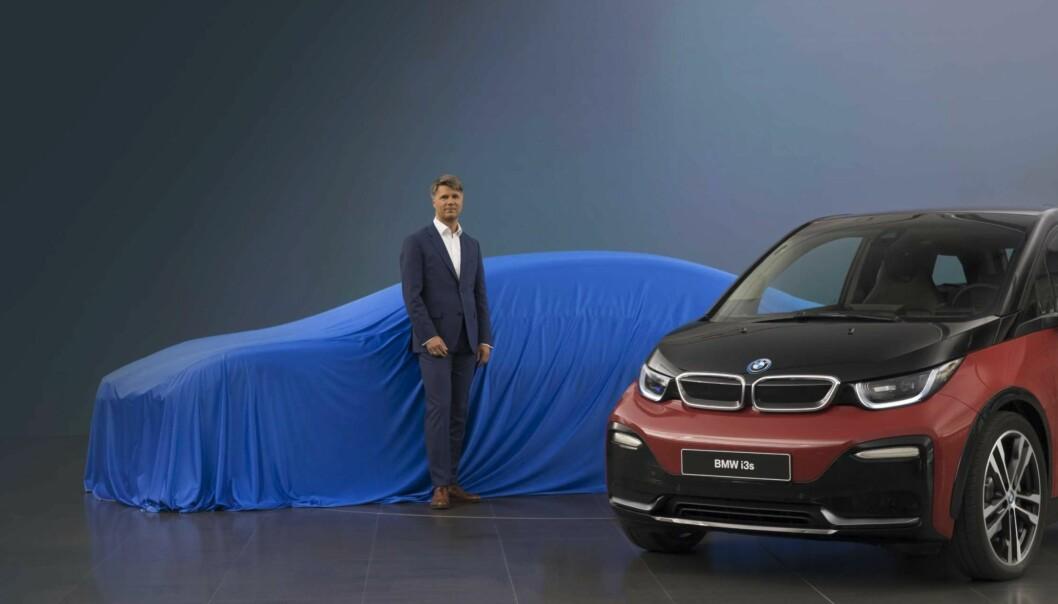 <strong>OFFENSIVE:</strong> Adm.dir. og styreleder i BMW, Harald Krüger, foran bilen som ble «vist fram» i München. Foto: BMW
