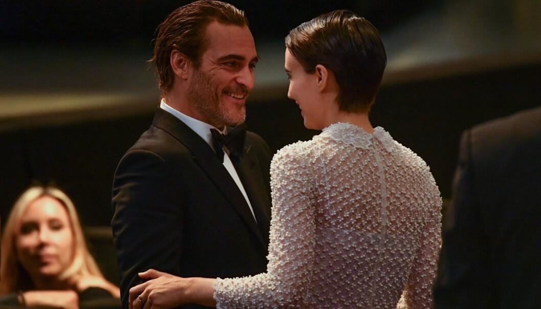 <strong>LYKKELIGE:</strong> Søndag 28. mai stilte Joaquin Phoenix og Rooney Mara sammen under Film Festivalen i Cannes, og de så svært betatt ut av hverandre. Foto: NTB Scanpix