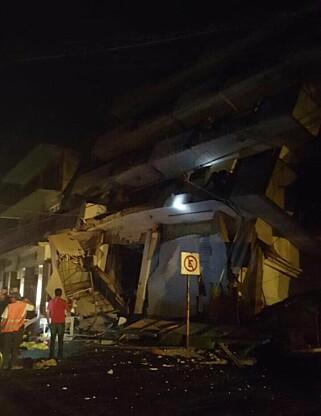 RASTE: Bilder fra delstaten Oaxaco viser en hotellbygning som har delvis rast sammen. Foto: Punto y Aparte Oaxaca