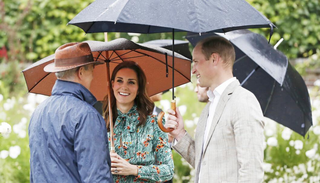 <strong>KATE OG WILLIAM:</strong> Det royale ekteparet venter sitt tredje barn. Dette bildet ble tatt i slutten av august da de markerte 20-årsdagen for prinsesse Dianas død på Kensington Palace. Gravidnyheten ble kjent noen dager senere. Foto: NTB Scanpix