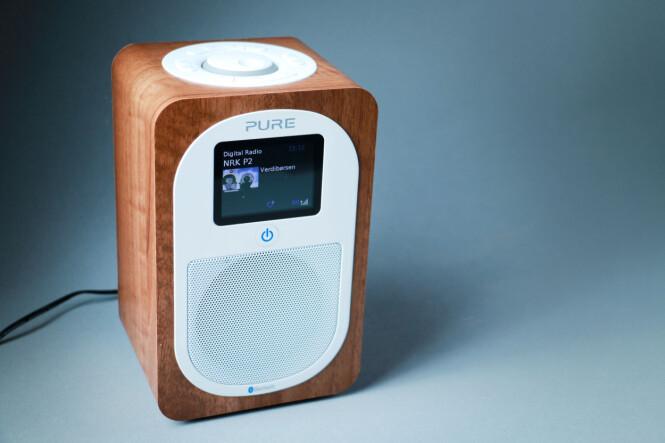 <strong>LUKSUS:</strong> Fargeskjerm, Bluetooth, pent kabinett og logisk betjening gjør Pure Evoke H3 til et godt valg. Foto: Ole Petter Baugerød Stokke