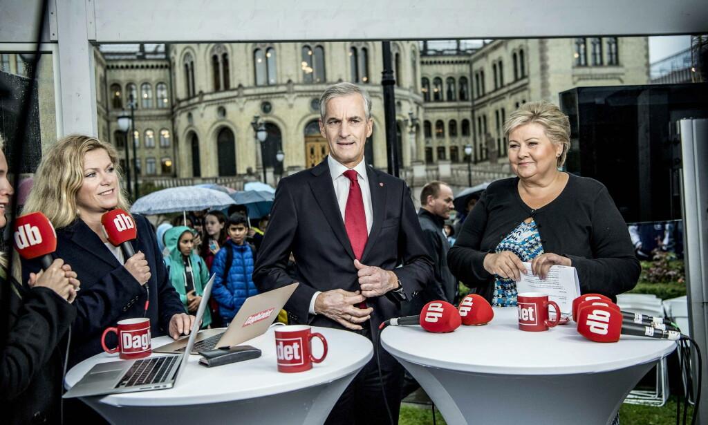 DUELL: Programleder Martine Aurdal og statsministerduellantene Jona Gahr Støre og Erna Solberg i Valgboden. Thomas Rasmus Skaug