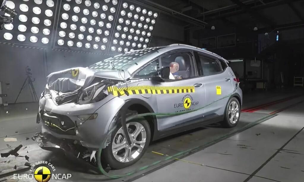 FÅR 4 AV 5 STJERNER: Opels elbilbestselger gjør det stort sett godt i Euro NCAPs krasjtest. Én viktig mangel trekker imidlertid ned poengsummen. Foto: Skjermdump testvideo