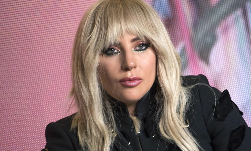 POPDRONNING: Lady Gaga selger ut verdens største arenaer, går ned catwalken og spiller i tv-serier. Jobben tar mye av tiden hennes, men hun trives med det hektiske. Smertene hun går med har imidlertid bydd på flere problemer for stjernen. Foto: NTB scanpix