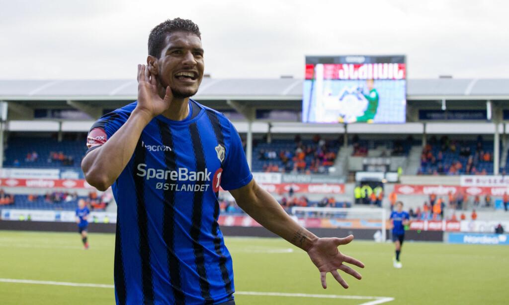 EN AV TRE?: Stabæk-supporterne håper Ohi Omoijuanfo blir først av tre Stabæk-spillere på toppen av toppscorerlista. Foto: Svein Ove Ekornesvåg / NTB scanpix