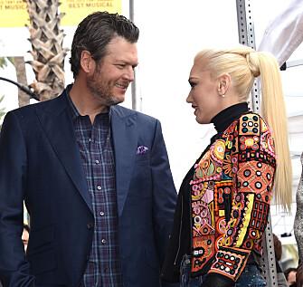 FORELSKET: Blake og Gwen har ikke holdt følelsene for hverandre skjult. Her under en «Walk of Fame»-seremoni i februar. Foto: NTB Scanpix