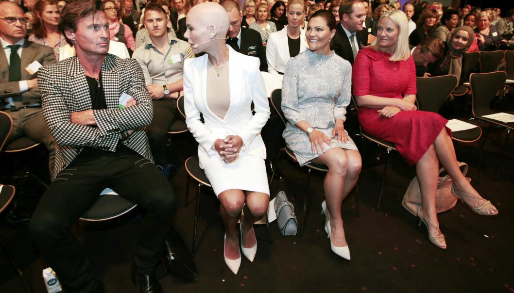<strong>MED PÅ LAGET:</strong> Da EAT Stockholm Forum 2016 ble arrangert i Stockholm i fjor vår deltok kronprinsesse Victoria av Sverige og kronprinsesse Mette-Marit på konferansen. Den norske kronprinsessen ledet blant annet en debatt. Foto: NTB Scanpix
