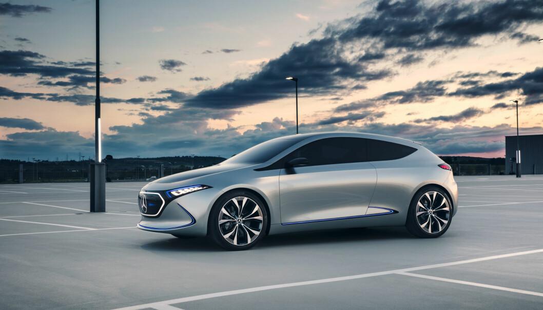 <strong>A-KLASSE PÅ STRØM:</strong> Mercedes fortsetter sin strategi med å vise fremtidens elektriske biler fra merket. Nå er det kompaktklassen som står for tur og her er EQA Concept. Foto: Daimler