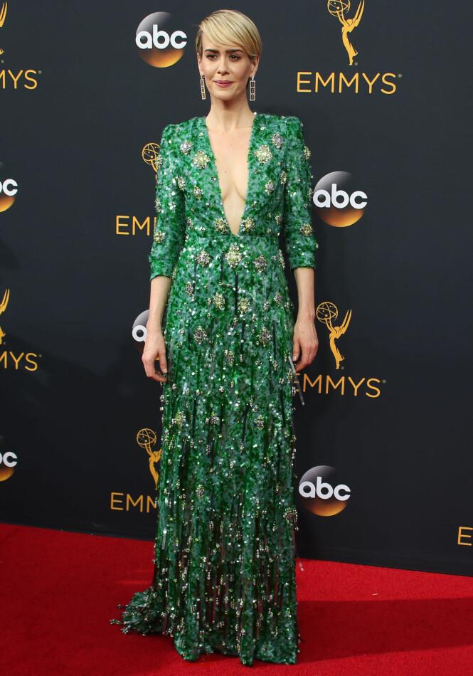 <strong>GRØNN, GLITRENDE:</strong> Sarah Paulson fikk refs for sin grønne Prada-kjole. Foto: NTB Scanpix