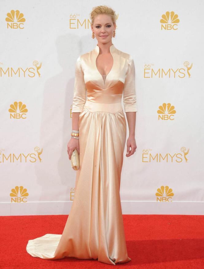 <strong>ELEGANT:</strong> Det er ingen tvil om at Katherine Heigl vet å kle på seg, men flere stilte spørsmål ved om Emmy-kjolen hennes i 2014 så mest ut som en nattkjole. Foto: NTB Scanpix
