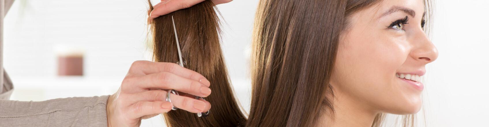 KLIPP: Du har kanskje hørt at du bør klippe håret hver sjette uke? Det stemmer ikke nødvendigvis! FOTO: Scanpix