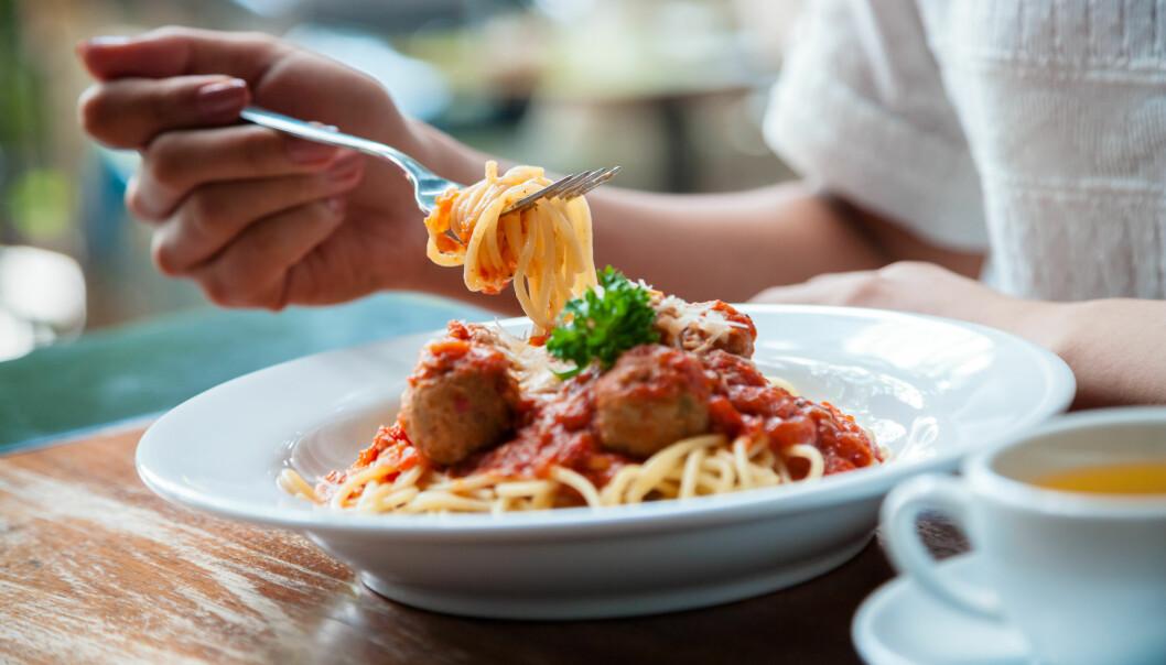 VARM LUNSJ: En stor lunsj, trenger ikke å være negativt! Velger du magert kjøtt eller fisk sammen med grønnsaker og salat, blir det kjempesunt. Foto: Bon Appetit