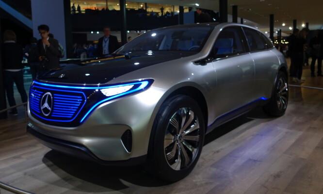 <strong>BRILJERER PÅ MESSE:</strong> EQC konsept gir noen tips om hvordan produksjonsbilen vil se ut når den kommer om et par år. Foto: Rune M. Nesheim