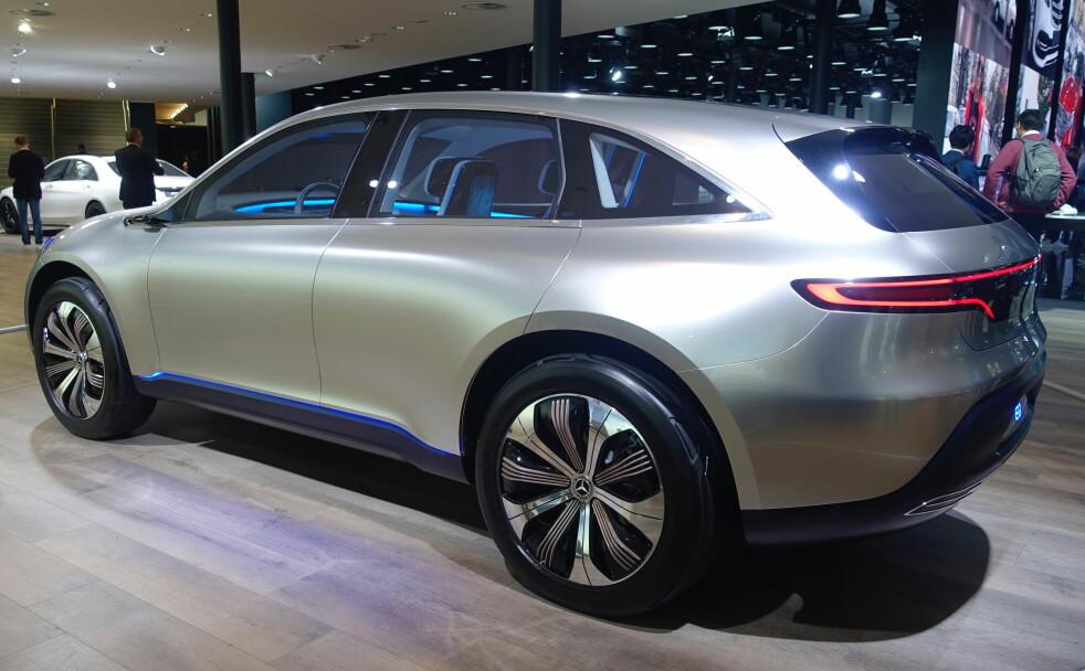 <strong>KAN RESERVERES:</strong> Mercedes satser tungt på elbil og først ut av neste generasjon er denne - EQC, foreløpig vist som EQ Concept, her på bilutstillingen i Frankfurt. Foto: Rune M. Nesheim