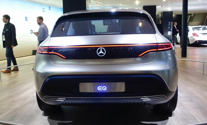 <strong>C KOMMER:</strong> Det står ikke EQC på konseptbilen, men det blir ifølge Mercedes selv navnet. Foto: Rune M. Nesheim