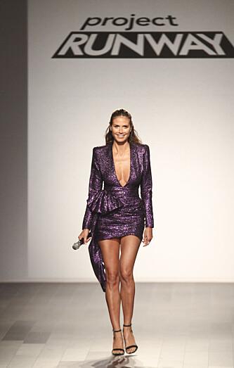 <strong>FORRYKENDE KARRIERE:</strong> Supermodellen har flere enn ett ben å stå på. Her var hun programleder i reality-programmet Project Runway som hun også vant Emmy for. Foto: NTB scanpix.