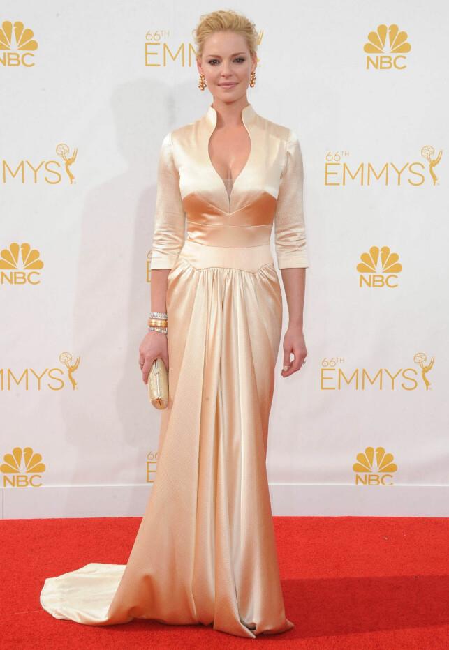 ELEGANT: Det er ingen tvil om at Katherine Heigl vet å kle på seg, men flere stilte spørsmål ved om Emmy-kjolen hennes i 2014 så mest ut som en nattkjole. Foto: NTB Scanpix