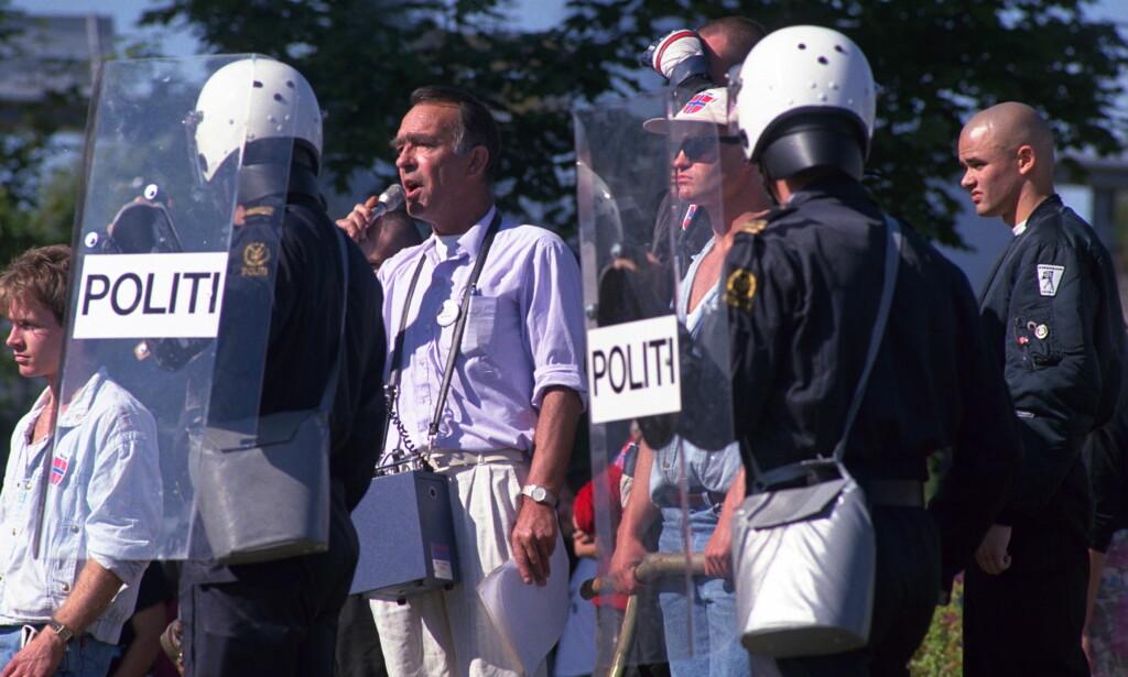 <b>GATESLAGET I BRUMUNDDAL:</b> Arne Myrdal snakket i Brumunddal i 1991. Det utløste opptøyer. Foto: Jan-Petter Dahl