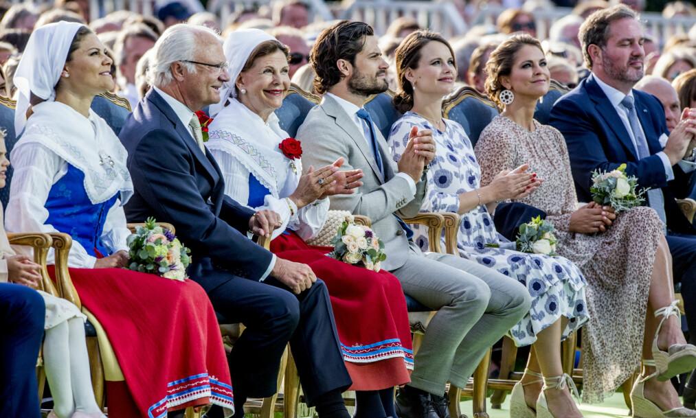 NOK TIL SALT I GRØTEN: De svenske kongebarna tjener alle «egne penger» ved siden av apansjen, og dro inn millionbeløp i fjor. Her er de samlet i forbindelse med kronprinsesse Victorias 40-årsfeiring i sommer. Foto: NTB scanpix