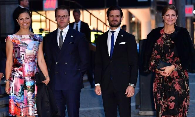 PENGEAVSLØRING: Den svenske avisa Expressen har sett nærmere på hva kongebarna tjener utenfor apanasjen. Her er kronprinsesse Victoria, prins Daniel, prins Carl Philip og prinsesse Madeleine avbildet i Stockholm tidligere i uka. Foto: NTB Scanpix