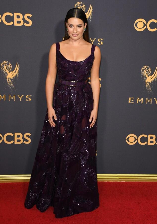 <strong>KJOLEFEST:</strong> Flere stjerner dukket opp på den røde løperen i Los Angeles natt til mandag. Lea Michele valgte glitter og paljetter for å feire den store kvelden. Foto: NTB scanpix