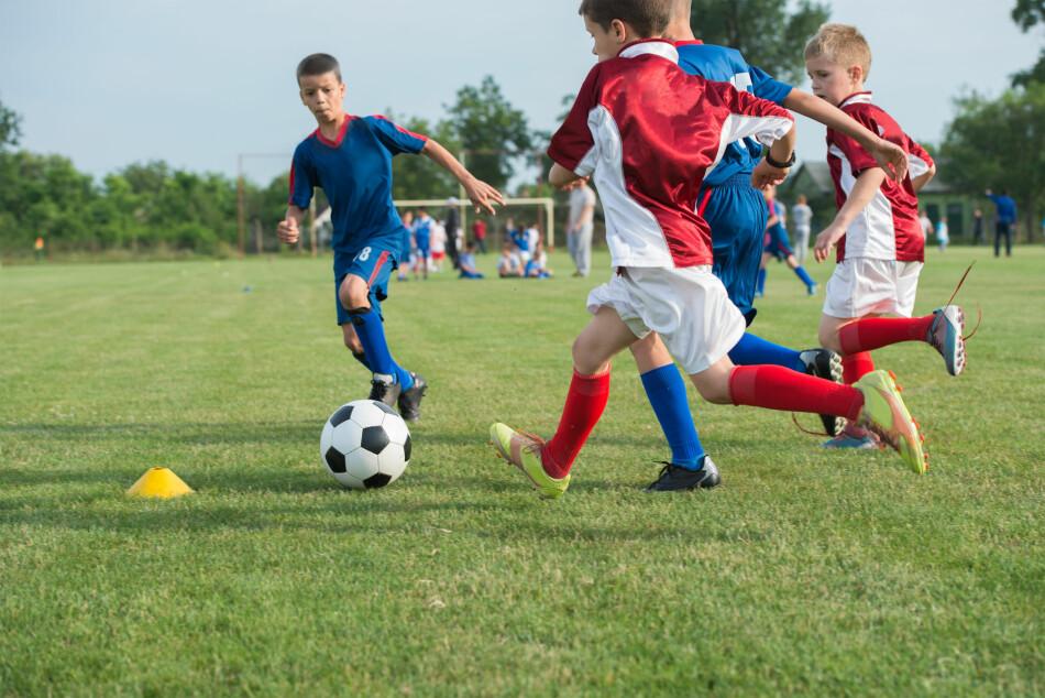 STORE PRISFORSKJELLER PÅ FOTBALLTRENING FOR BARN OG UNGDOM: Fotball er den største barne- og ungdomsidretten i Norge. Vi har sjekket hva de ti største klubbene tar for barne- og ungdomstreninger, og det er store forskjeller: Mens den billigste klubben tar 1.075 kroner for barnefotball, tar den dyreste 4.100 kroner. Foto: Shutterstock/NTB Scanpix