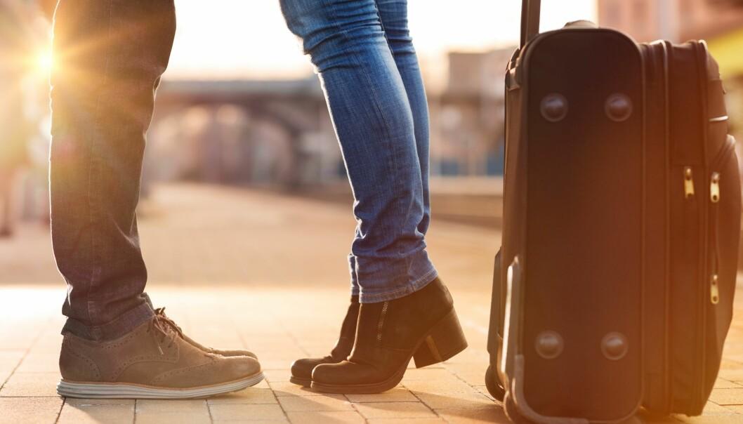 <strong>FØRSTE FERIETUREN:</strong> Å dra på ferie sammen er et stort steg. Her kan det se ut som gutta er en del mer frempå en jentene. FOTO: Scanpix.com